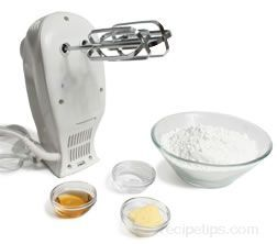 How to Make Powdered Sugar Frosting - How To Cooking Tips - RecipeTips.com