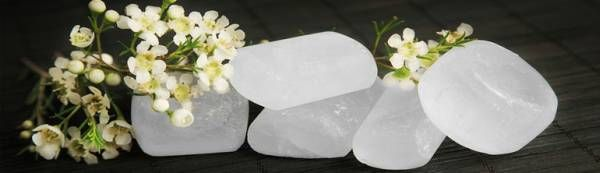 Vreti sa va protejati organismul si sa folositi produse 100% naturale? Cititi mai multe informatii despre piatra de alaun, un deodorant natural.