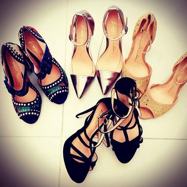 Quando morava em MG na pacata Dom Silverio, bordava para a Luiza Barcellos... Lindas sandálias