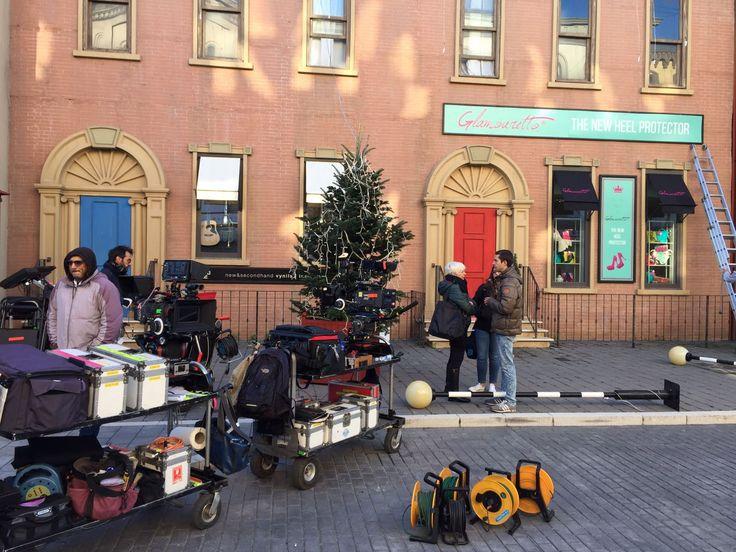 C'eravamo! Anche sul magico set di Natale a Londra, ecco una foto di cui andiamo molto fiere :P  #film #set #glamouretto #negozio #ciak #ciaksigira