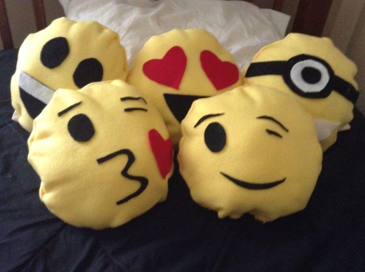 Diys emoji pillows