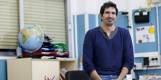¿Está el mejor profesor del mundo en España? César Bona García es maestro en el colegio público Puerta Sancho de Zaragoza, tiene 42 años, es licenciado en Filología Inglesa y se ha convertido en...