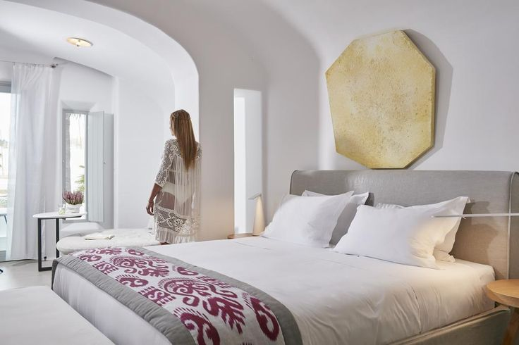 Mykonos Blanc || Just a few steps away from the cosmopolitan beach of Ornos, Mykonos Blanc combines elegance and comfort with respect to the traditional Cycladic style.