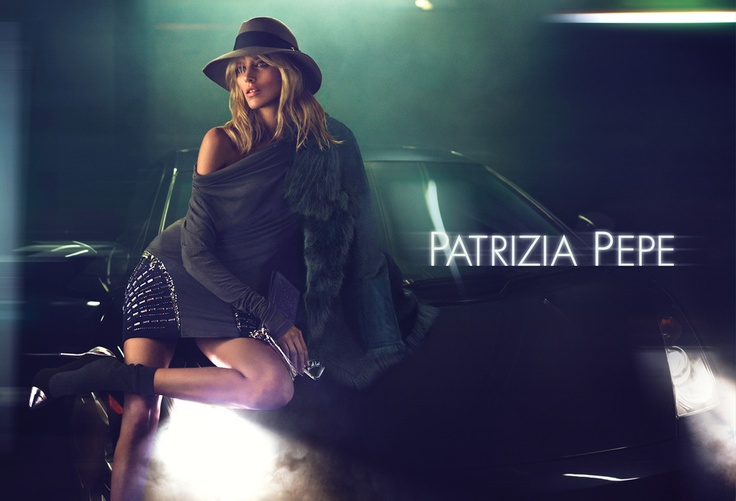 The location is an inner-city garage, that in addition to portraying the urban vibe of the Patrizia Pepe look