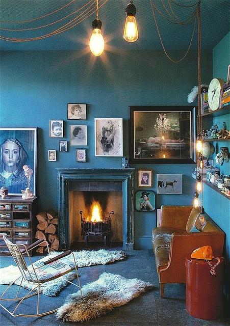 Décoration intérieure / Salon living room maison / Couleur coloré / Peinture murale plafond / Bleu blue azur cyan / inspiration idée / Classique rétro vintage scandinave                                                                                                                                                      Plus