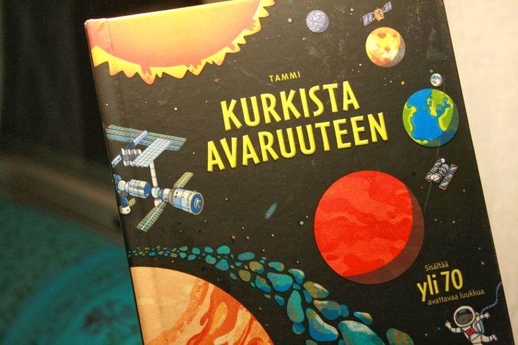 Värikäs päivä Lastenkirjablogi: Kurkista avaruuteen