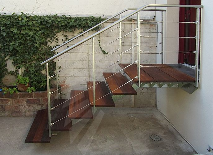Photo dt97 escadroit sur limon central avec palier for Escalier en metal pour exterieur