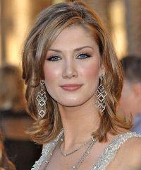 Delta Goodrem Hairstyle: Casual Medium Straight Hairstyle
