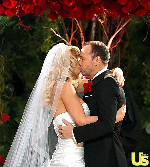It's Official! The First Kiss Jenny McCarthy and Donnie Wahlberg's Wedding Album! August 2014 Beautiful Bride! www.winwithmtee.com