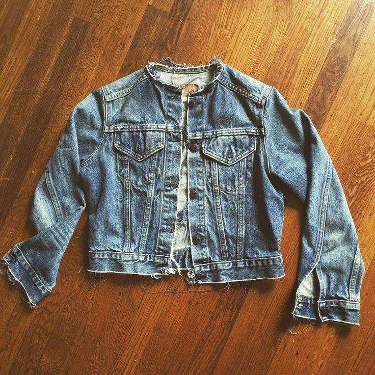 "215 Me gusta, 8 comentarios - gJ (@gretchen_jones) en Instagram: ""I jacked up my #vintage @levis jean jacket today! It was calling for a makeover, so into it.…"""