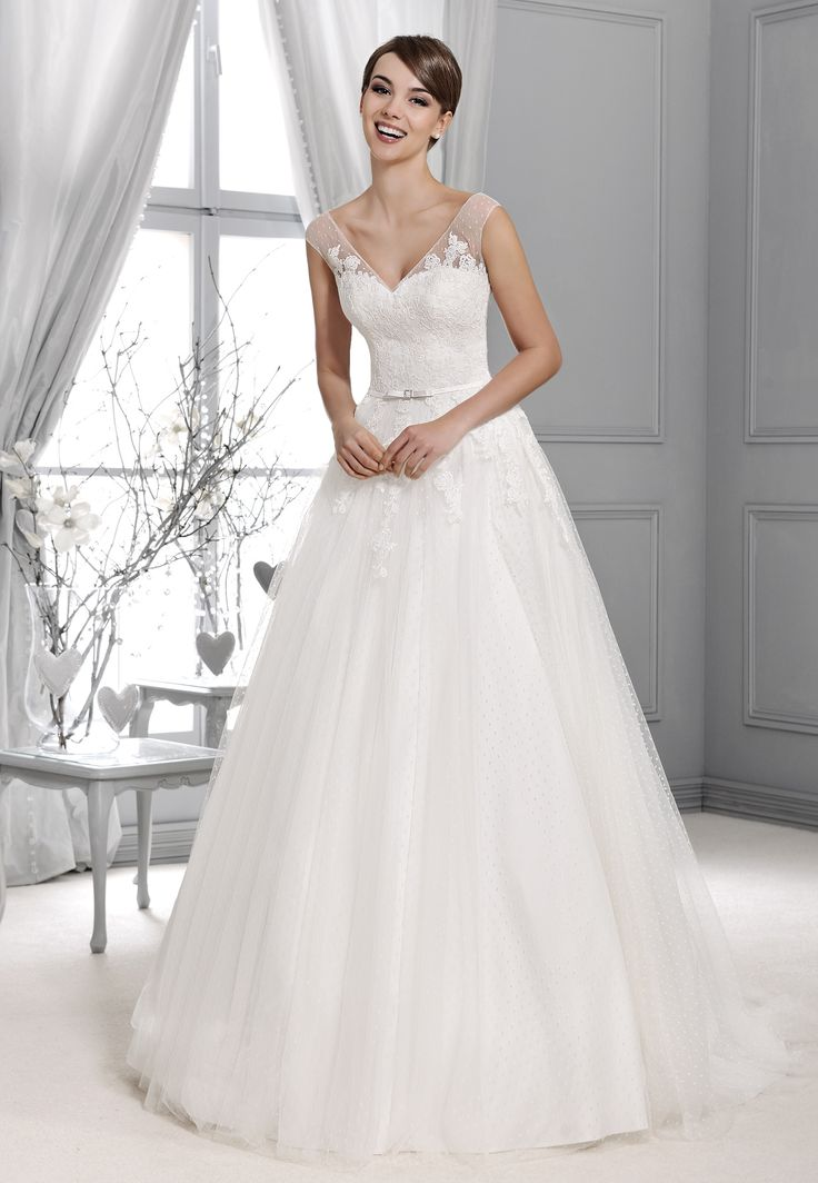 Svatební šaty krajka s rukávy Agnes 14001