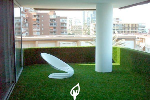 Césped artificial en la terraza o balcón.