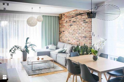 Piękne połączenie bieli, szarości, drewna i starych cegieł <3 Lubicie takie wnętrza? Foto: http://www.homebook.pl/inspiracje/salon/346889_-salon
