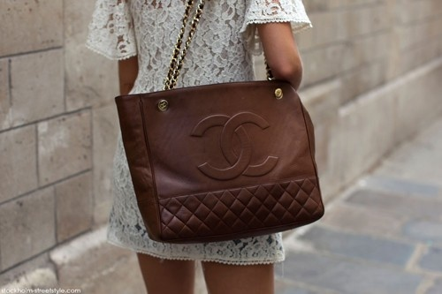 chanel brown: Chanel Handbags, Chanel Bags, Design Handbags, Brown Bags, Chocolates Brown, Leather Totes, Chanel Totes, Lace Dresses, While