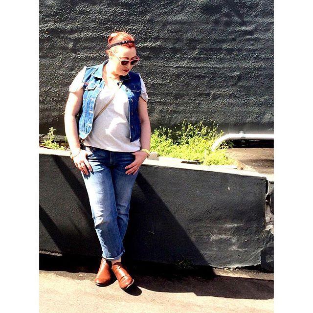 Double Denim #SPINthePIN with @icurvy // wearing @currentelliott boyf jeans and @leecooper1908 for @bigwaustralia vest #styleblogger #sydneyblogger #ootd #SpringFling X