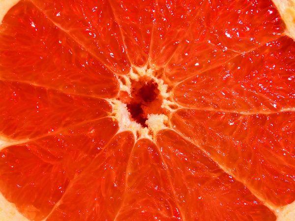 Mi a jó a grapefruitban? A grapefruit számtalan pozitív hatással van a szervezetre. A grapefruit segíti a zsírok lebontását, remek máj- és vértisztító és kiváló koleszterinszint csökkentő hatása is van.   Ez az édes, és savanyú, magas rosttartalmú trópusi gyümölcs…
