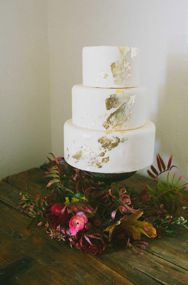Topul celor mai bune 25+ de idei despre Plain wedding cakes pe ...