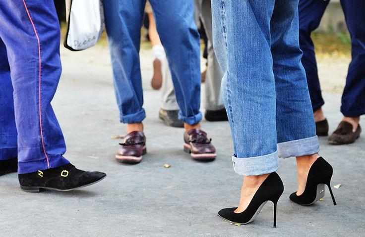 the perfect black pump: Shoes, Fashion, Style, Boyfriend Jeans Heels, Denim, Black Pumps, Blue Bottoms