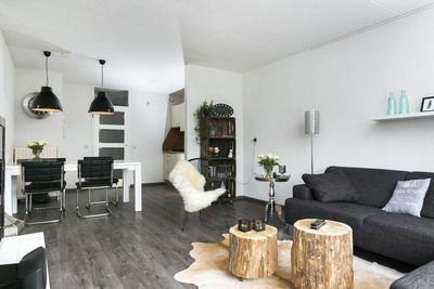 Op de eerste verdieping gelegen zeer net en mooi afgewerkt 3-kamerappartement met vanuit de woonkamer en vanaf het balkon fraai uitzicht over groen en waterpartij.    Het appartement beschikt over o.a. een mooie keuken en badkamer, 2 lichte slaapkamers en een zonnig balkon gelegen op zuidwesten. Dit appartement is gelegen op een goede locatie in