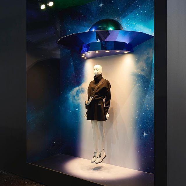 WEBSTA @ formfactory.design - UFO#euroshop2017#euroshop#formfactory#windowdisplay#ufo#alien#visualmerchandising#interior#storedesign#shopdesign#window#fashionwindow#future
