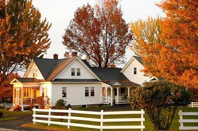 Beautiful Farm House. I want to one day live in a farm, in the middle of nowhere.
