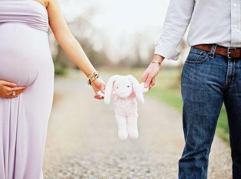 Niedliche Idee mit einem Spielzeug, das Sie in monatlichen Zeiträumen mit Baby für Ihre Mutterschaft verwenden möchten