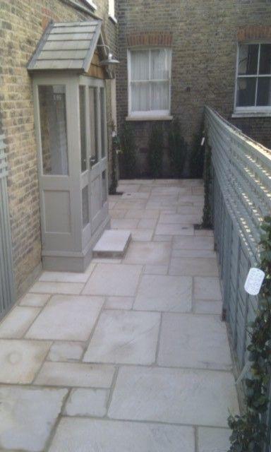 Paved small courtyard garden design ideas simple elegant for Paving ideas for small courtyards
