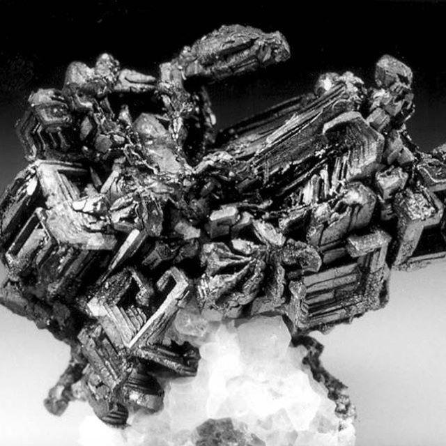 prata, enxofre e selênio em um mineral!