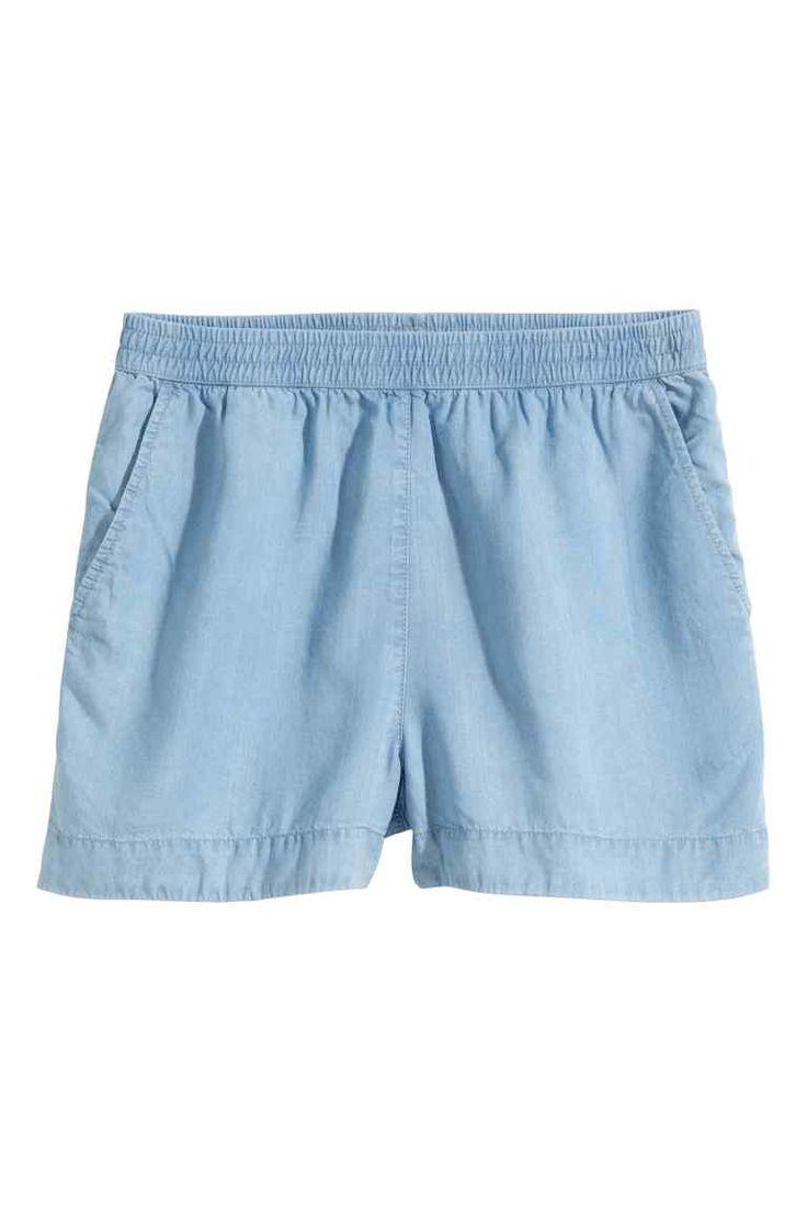 Calções de ganga de lyocell: CONSCIOUS. Calções largos em ganga lavada de Tencel® lyocell, com cintura elástica e bolsos laterais.