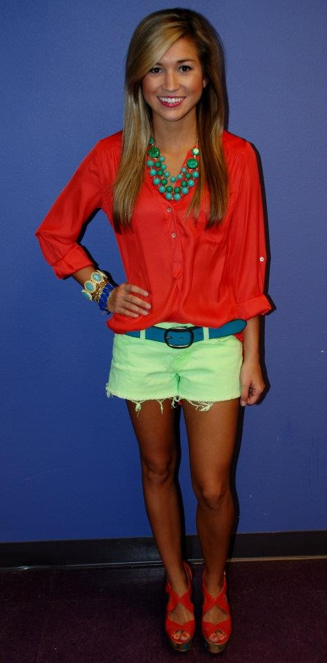 cute, vibrant summer outfitColors Combos, Summer Outfit, Blue Tunics Outfit, Coral And Turquois Outfit, Coral Shoes Outfit, Impressions Tunics, Coral Impressions, Red Blouses, Bright Colors