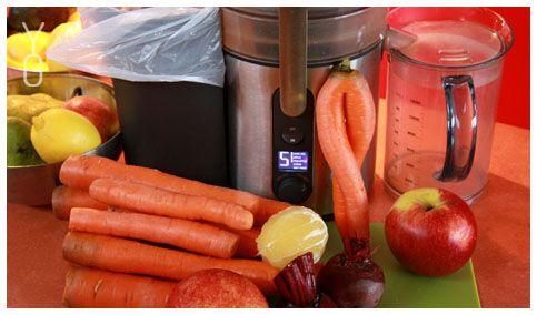 YogaGuru.cz / Bez řepy ani ránu. 8 velkých mrkví, 2 červené řepy, řapíkatý celer (1 -2 řapíky), 1 citrón a 1 jablko. Mňam.