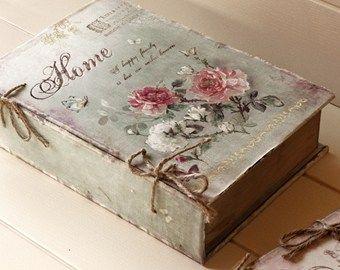 "Shabby Chic SCATOLA LEGNO E TESSUTO ""HOME"" Shab  http://www.shab.it/it/the-shop/prodotti/scatola-legno-e-tessuto-home-575"