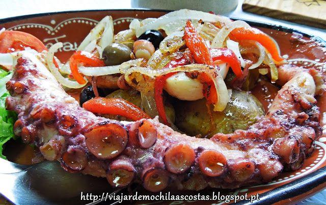 Receitas práticas de culinária: Polvo com batatas a murro e salada de pimentos vermelhos