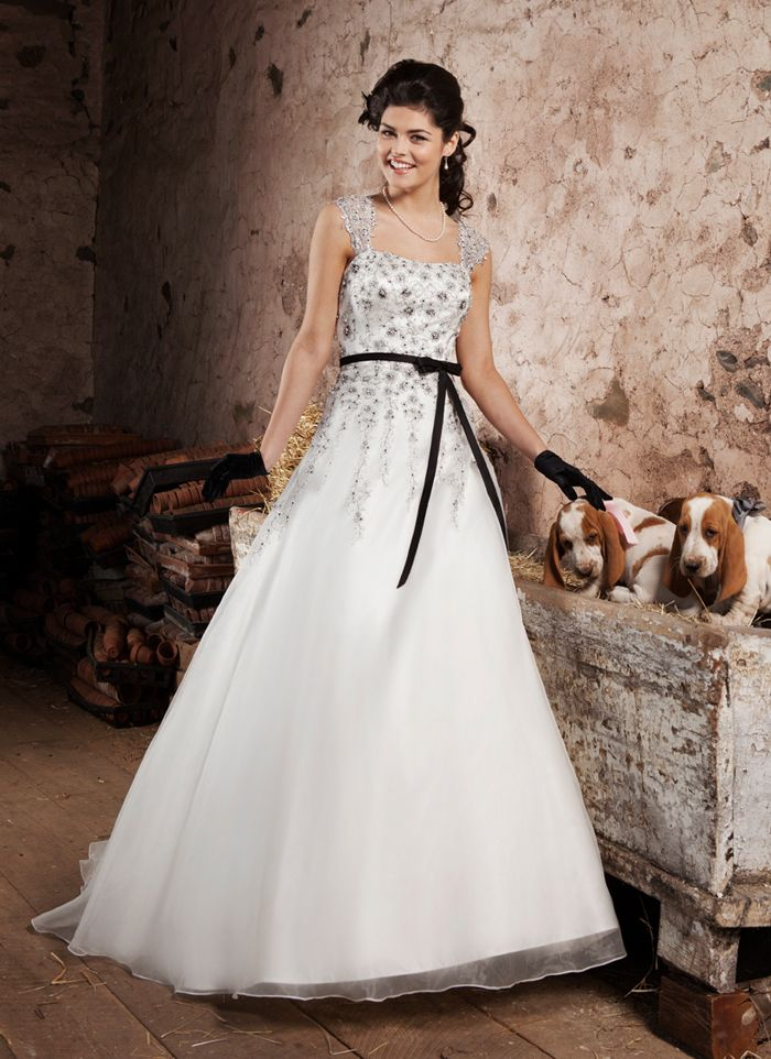 The 27 best Anything but Ivory images on Pinterest | Wedding frocks ...