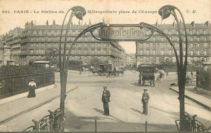 La sortie du Métropolitain de la place de l'Europe, vers 1910  (Paris 8ème)