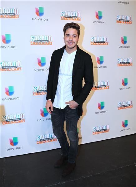 """William Valdés en la alfombra del programa final de """"Sábado Gigante"""" conducido por Don Francisco en la cadena Univision, Miami, el 19 de septiembre de 2015."""