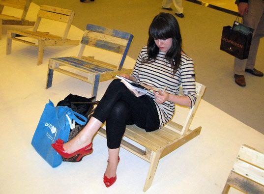 Поддон стул, Lugano, лондон фестиваль дизайна 2009, лондон неделя дизайна 2009, устойчивое дизайн, дизайн освещения, промышленный дизайн, эко искусство, искусство установка лондон, публичное искусство, эко мебель, устойчивая мебель