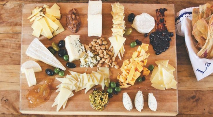 Crafting a Bourbon and Cheese Tasting at Home - this would be a fun alternative to a wine and cheese night!