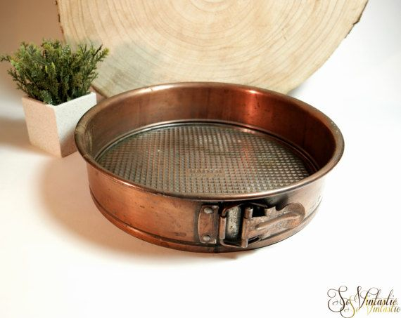 Rare! Kaiser copper round baking pan / Vintage spring form / Apple pie baking mold. Adjustable cake tin with latch. In great condition. Country kitchen / farmhouse kitchen decor. Vintage copper bakeware or prop! on offer by SoVintastic