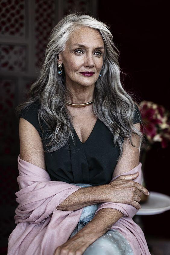 Haaren mit grauen ältere frauen (K)ein Liebesbrief