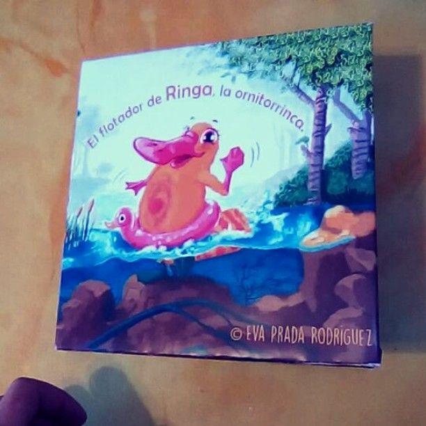 El flotador de Ringa la ornitorrinca. #book #Maqueta #mockup #libro #albumilustrado #albumilustradoinfantil #platypus #ilustration #ilustracion #ilustrator #ilustradora #ilustrador #childrenbook #illustratedbook #literaturainfantil #cuento