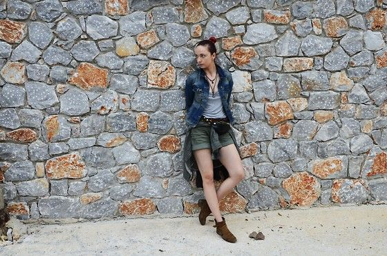 More looks by Karolina Gazela ***: http://lb.nu/modi_modisho  #military #trip #jeans #shorts #jacekt