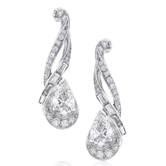 #Diamonds #Earrings Les pendants d'oreilles Imaginary Nature Essence signés De Beers http://www.vogue.fr/joaillerie/le-bijou-du-jour/diaporama/les-pendants-d-oreilles-imaginary-nature-essence-signes-de-beers/16627