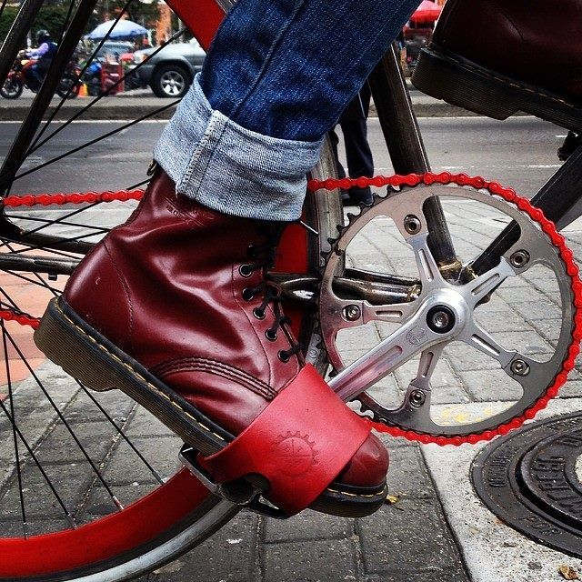 Con Indomitus Straps eres libre de usar los zapatos que quieras! Sin costuras. Hechos a mano. 100% cuero. Bogota, Colombia