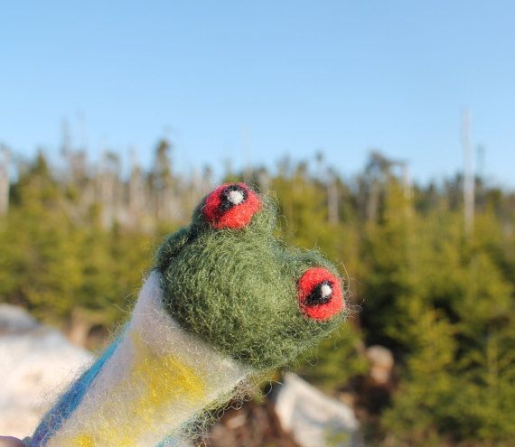 frog finger puppet - Needle felted