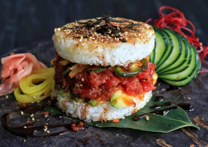 Новый фуд-тренд в Японии: плотина карри и суши-бургер! Забудьте про палочки для еды, новый фуд-тренд набирает обороты! В этом модном слиянии культового американского гамбургера и классической японской кухни клейкий рис занял место типичной булочки в бургере, который подаётся с начинкой Читать далее   Новый фуд-тренд в Японии: плотина карри и суши-бургер! (12 фото)→