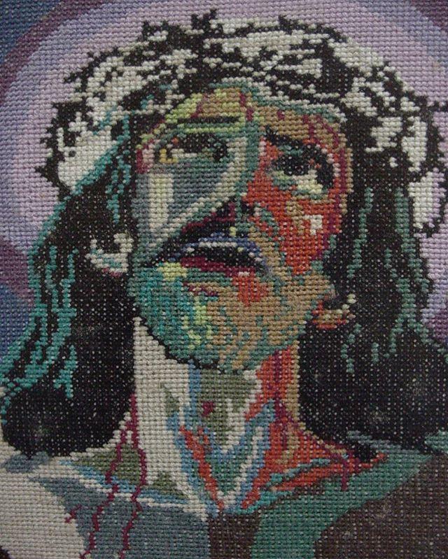 Mi tbt del día de hoy. Impresionante cuadro de Cristo en la Cruz realizado con mucho amor para mi hermano mayor Victor Hugo hace ya década y media o máslindo día! #detallesenpunto #cristobordado #cuadros #cuadrospuntodecruz