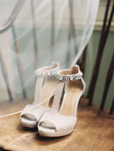 Glam shoes: http://www.stylemepretty.com/2015/03/14/vibrant-autumn-austin-wedding-at-the-mansion/ | Photography: Jenna McElroy - http://jennamcelroy.com/