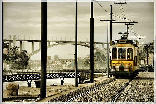 Postal da cidade do Porto (Ponte d'Arrabida e electrico)