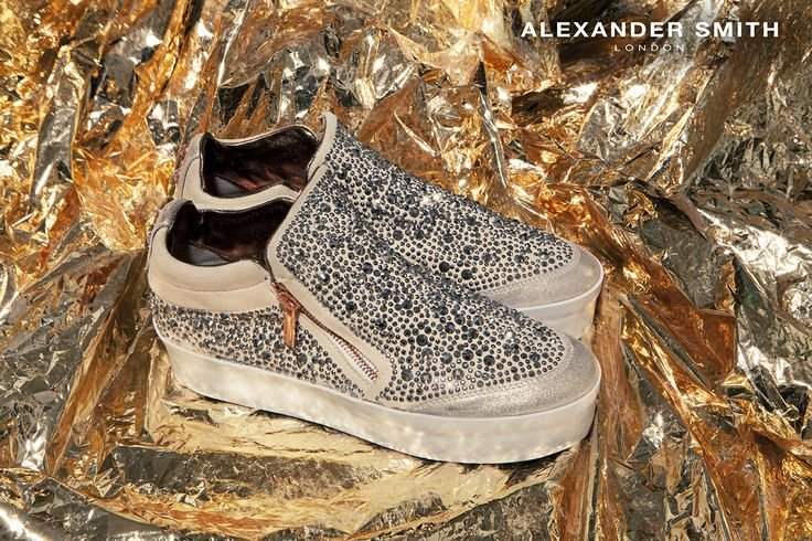 A220 Metal Platino. Metal flash, golden lightning and silver sparks: this is #AlexanderSmith new collection